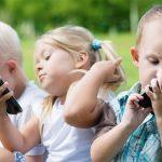 خطير.. ماذا يحدث لطفلك بعد استخدام الهاتف المحمول لدقيقتين؟